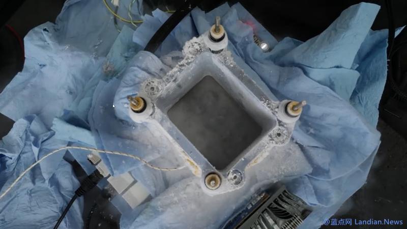 在液态氮加持下英特尔i9-9900K处理器被超频至7.6GHz