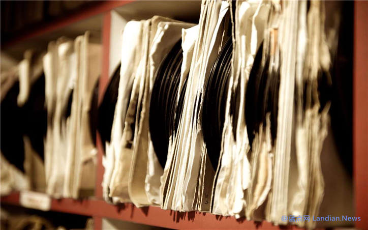 微软为黑胶唱片爱好者们推出定制的4K主题壁纸包可免费下载使用