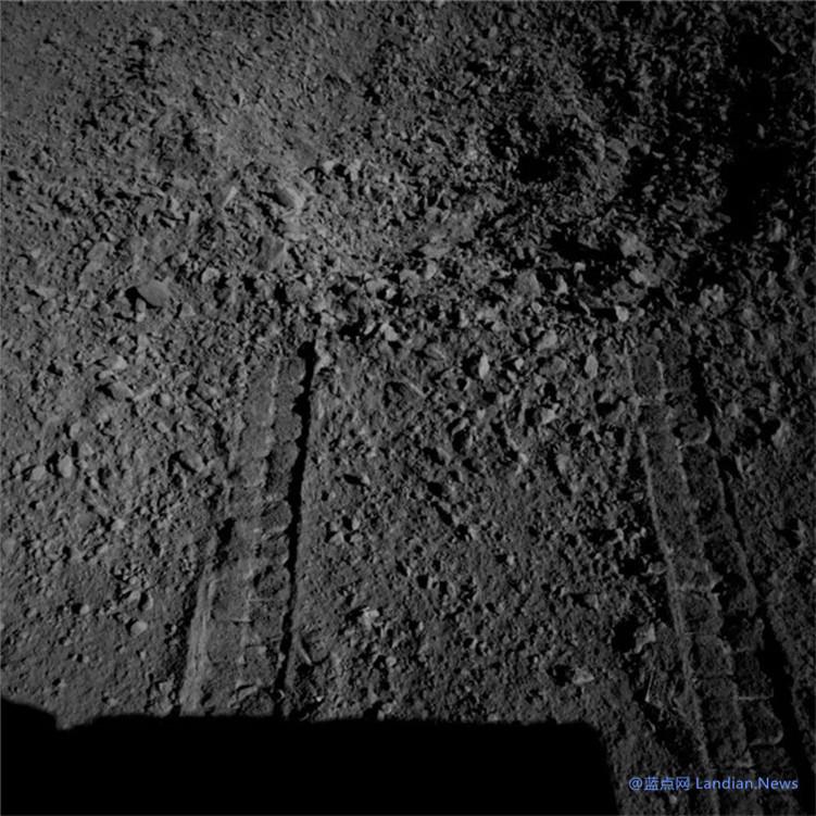 """""""玉兔二号""""探测器累计行驶284.661米 —— 探测到神秘胶状物质"""