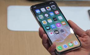 越来越多的用户在苹果官方社区抱怨 iPhone X 的电池性能退化严重