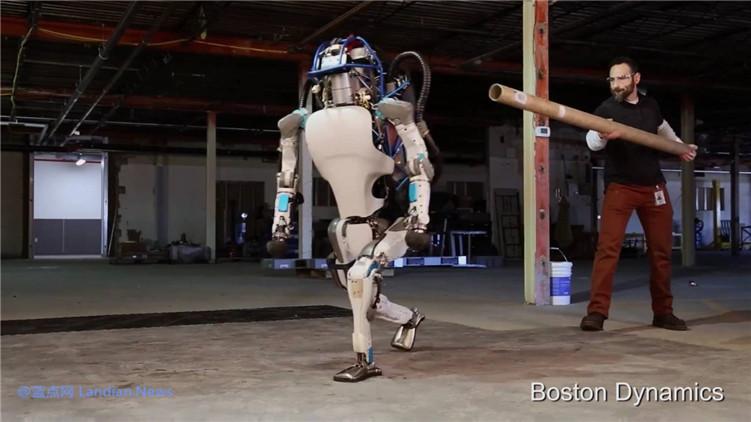 想撸多功能的机器狗吗?只要52万就可以买 波士顿动力开售SPOT机器狗