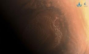 国家航天局发布由天问一号火星探测器拍摄的3幅高清火星表面影像