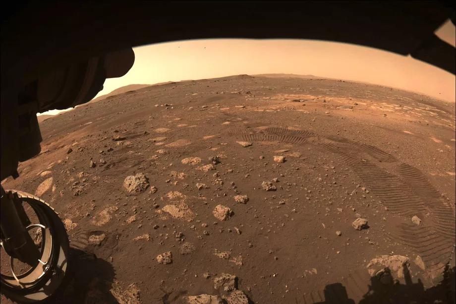 毅力号火星探测器的漫游车开始首次航行 机械臂等设备运行良好